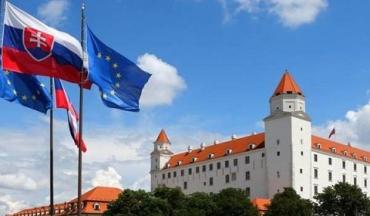 Президент Словакии порекомендовал членам парламента «читать, за что они голосуют»