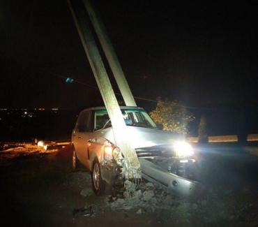 ДТП в Ужгороде: Range Rover, уходя от погони полиции, врезался в электроопору