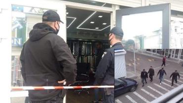 90-е вернулись: Налет со стрельбой на магазин в Одессе, есть раненые