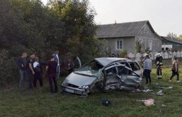 В Хмельницкой области в жутком ДТП пострадали семь человек, столкнулись грузовик и легковушка