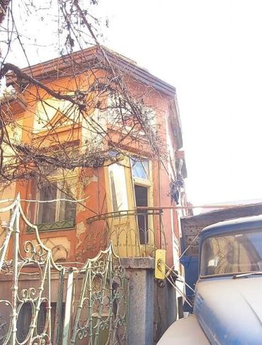 Продолжаем терять Ужгород: Прямо сейчас варварски разрушают виллу в исторической части города