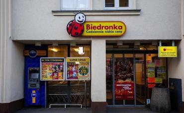 В Польше охранник супермаркета жестоко избил и оскорбил украинца из-за акцента