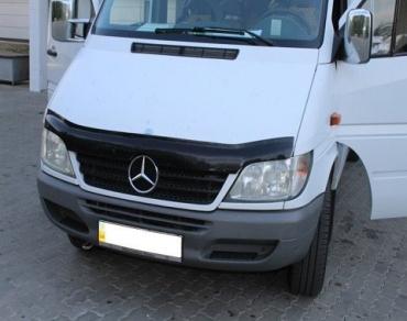 Нестандартную находку обнаружили пограничники на КПП Тиса в микроавтобусе Mercedes