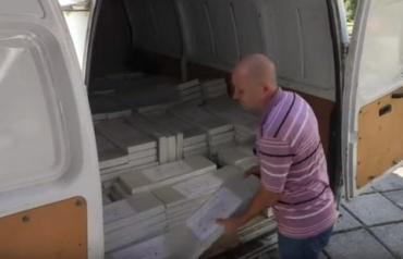 В ОИК №68 в областном центре Закарпатья привезли бюллетени для голосования на парламентских выборах