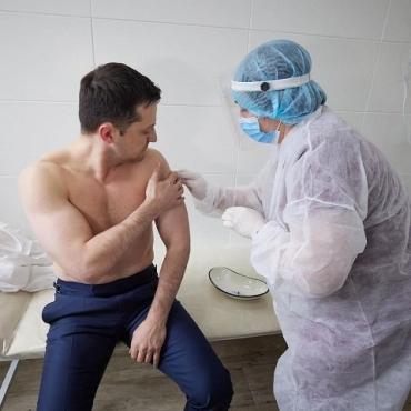 Чего не сделаешь ради власти и денег: Зеленский вакцинировался от коронавируса
