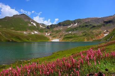 Секреты Закарпатья: Самое высокогорное озеро Украины – Бребенескул поражает своей красотой