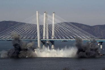 Часть старого моста Таппан Зи взорвали в Нью-Йорке