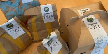 """McDonald's лажанулся: Рада получила """"матерные"""" пакеты с едой"""