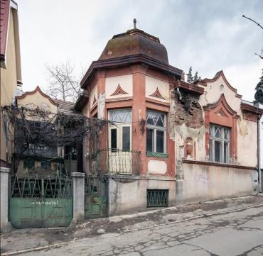 В исторической части Ужгорода варварское разрушают виллу: Что происходит