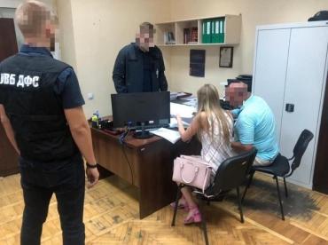 Следователи подозревают инспектора Киевской таможни в хищении госсредств.