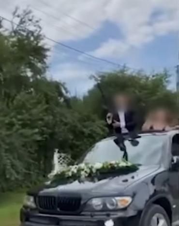 В Черновицкой области молодожен отметил свадьбу стрельбой из карабина