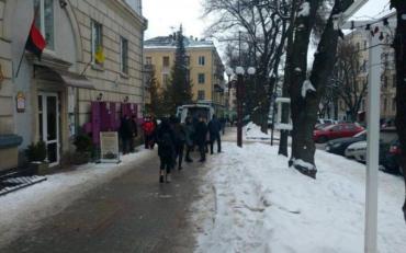 В Тернополе неизвестный ударил ножом депутата горсовета