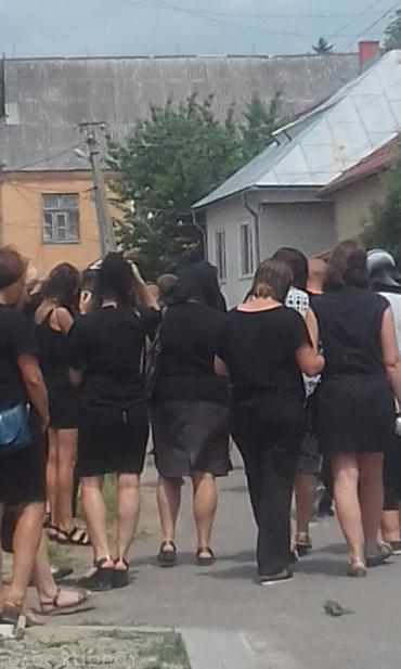 На Закарпатье все село провело в последний путь 6-летнего мальчика
