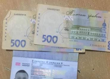 """В Закарпатье водитель """"Мерседеса"""" за 1000 гривен хотел укоротить себе очередь"""