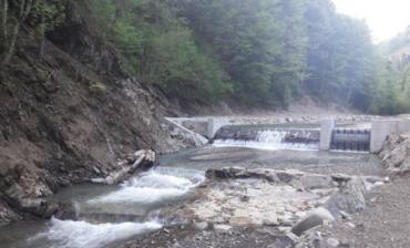 """Андріїв із """"компанією"""" палає бажанням, аби з мапи Закарпаття зникли ще дві чисті гірські річки"""