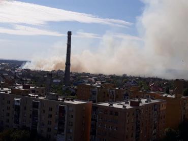 Велику пожежу намагаються загасити біля Ужгорода