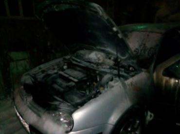 Поджог авто в Ужгороде попал на камеры наблюдения