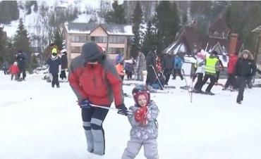 Снега в горах мало, но туристический сезон на Закарпатье продолжается