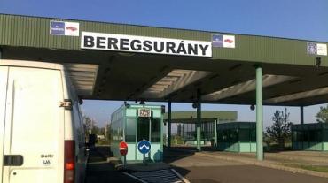 """В Венгрии на границе с Закарпатьем украинец нехило влип на """"итальянском"""" Mercedes"""