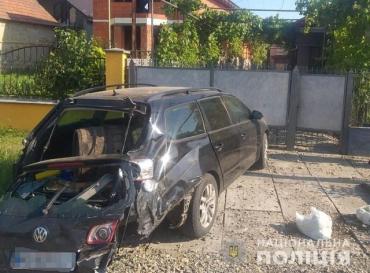 В Закарпатье пьяный неадекват протаранил Volkswagen - молодой парень в больнице, авто всмятку