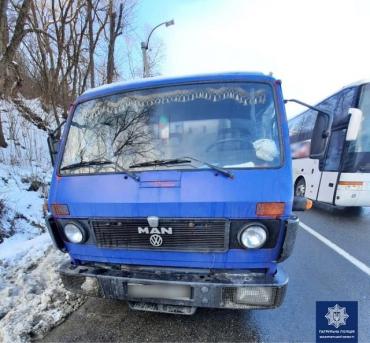 В Закарпатье водитель MAN из-за нарушения ПДД получил на свою голову проблемы