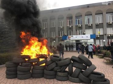 """""""Для патриотического воспитания"""" Зеленского просят начинать учебные дни с поджигания шин"""