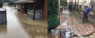 """70 домов """"утопились"""": В Закарпатье оперативно ликвидируют последствия масштабного паводка ("""