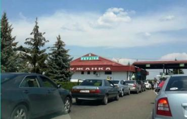 """Майже триста автомобілів """"застрягли"""" на кордоні Закарпаття з Румунією"""