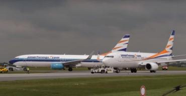 В международном аэропорту в Чехии на взлетно-посадочной полосе задели друг друга два самолета