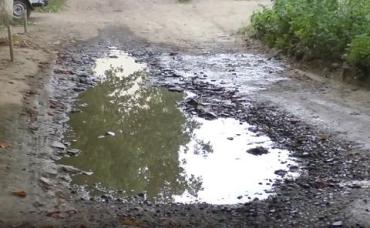 Ужгород – дороги в ямах и без тротуаров