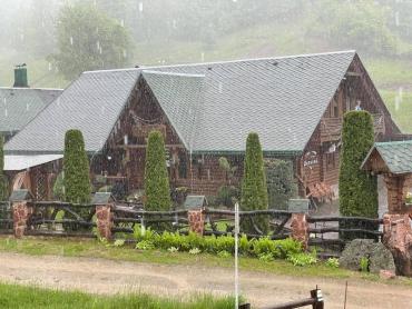 Одно из сел в Закарпатье накрыл мощный ливень с градом