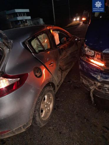 """Авария в Закарпатье: """"Шумахер"""" на Renalt протаранил Volkswagen, есть пострадавшие"""