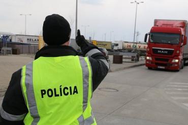 Полиция Словакии на границах проводит проверку соблюдения мер по COVID-19