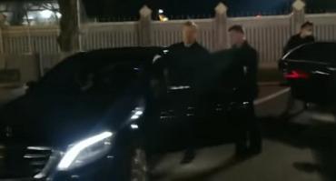 Порошенко со своей семьей ночью прилетел в Киев
