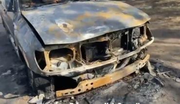 Радикальные методы: В Киеве за наглую парковку сожгли внедорожник