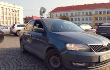 На улицах областного центра Закарпатья по громкой связи призывают носить маски