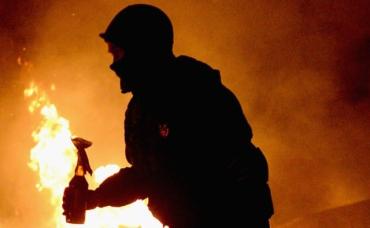 В Мукачево неизвестные подожгли дом применив несколько коктейлей Молотова