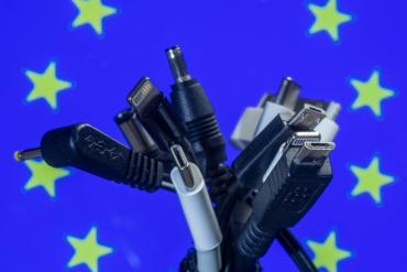Зарядка для девайсов будет универсальная: Депутаты Европарламента проголосовали за