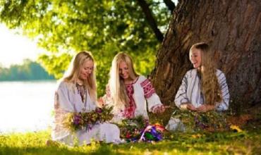 На Зелені свята не проводять вінчання, зате популярні сватання - традиції, прикмети і заборони
