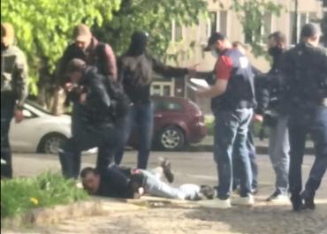 Мордой лица в асфальт : Как в Ужгороде задерживали сотрудника СБУ
