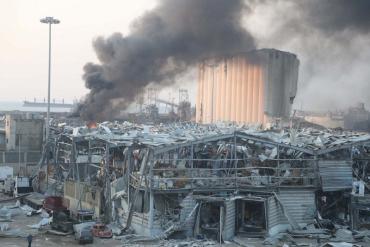 """Невероятной силы взрывы в столице Ливана продолжают """"собирать"""" свои жертвы"""