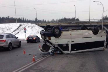 В Киевской области в результате ДТП перевернулась маршрутка