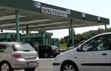 В Закарпатье на пяти пунктах пропусках на границе с Венгрией наблюдаются внушительные очереди