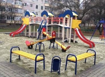 В Мукачево на детской площадке странный чемодан поднял всех на уши