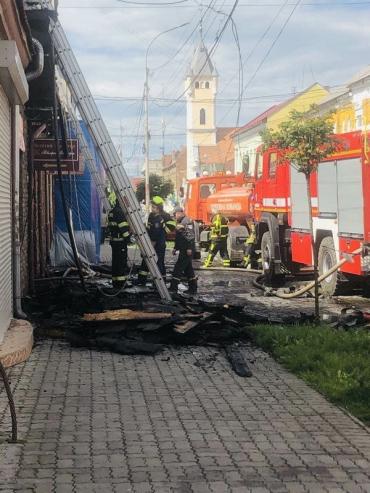 Сильнейший пожар в центре Мукачево разгорелся посреди самой ночи