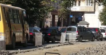 Ссорятся как ненормальные: В самом центре Мукачево творится сплошной хаос