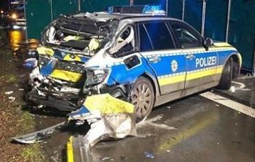 Пьяный украинец на фуре в Германии врезался в полицейское авто