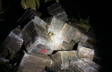"""Закарпатье. Контрабандисты планировали """"сплавить"""" речкой Тиса 22 тысячи пачек сигарет"""