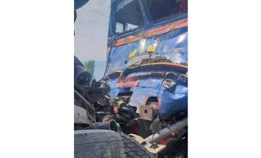 ДТП на рельсах в Закарпатье: Поезд тащил грузовик десятки метров, есть пострадавших