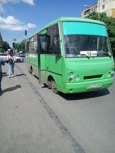 В Закарпатье маршрутка не смогла пережить пассажиров и дорогу